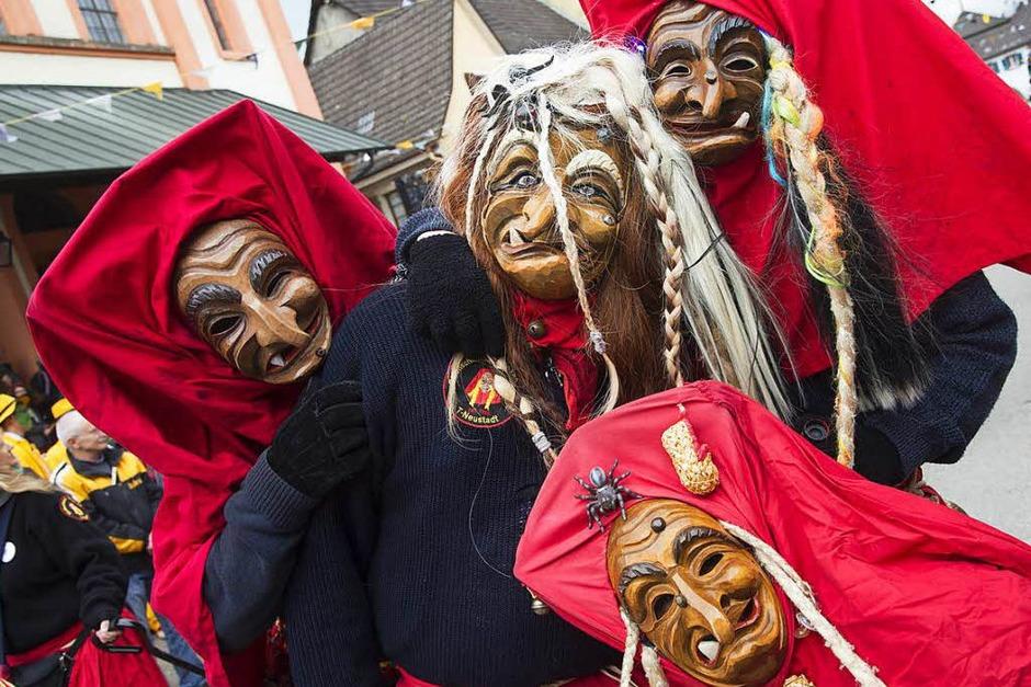 Hexen, Geister und Fantasiewesen in allen erdenklichen Formen und Farben machen Sulzburg unsicher. (Foto: Volker Münch)