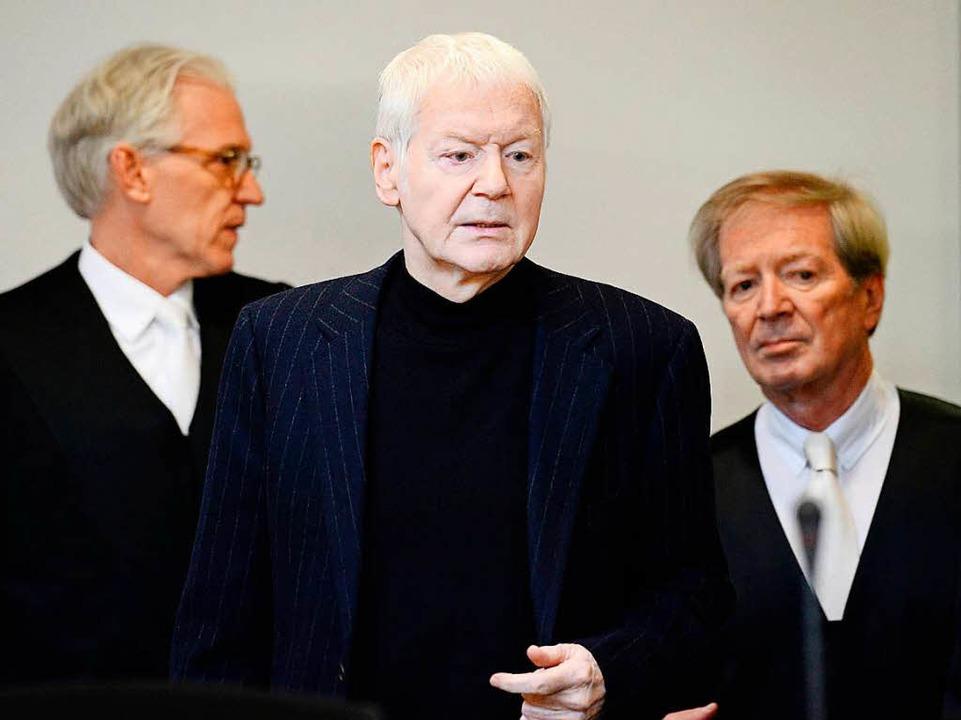 Anton Schlecker kommt vor Gericht in Stuttgart an  | Foto: AFP