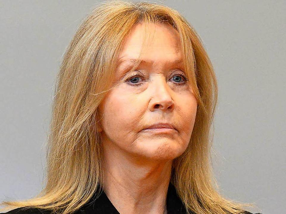 Christa Schlecker, die Ehefrau des Firmengründers, vor Gericht in Stuttgart  | Foto: AFP