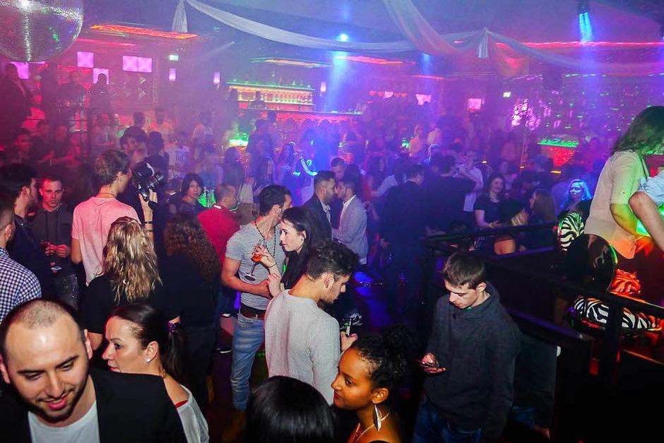 Tanzen, Cocktails und Chillen bei der Eröffnungsparty imBreisacher Empire Club. (Foto: Patrick Kerber)