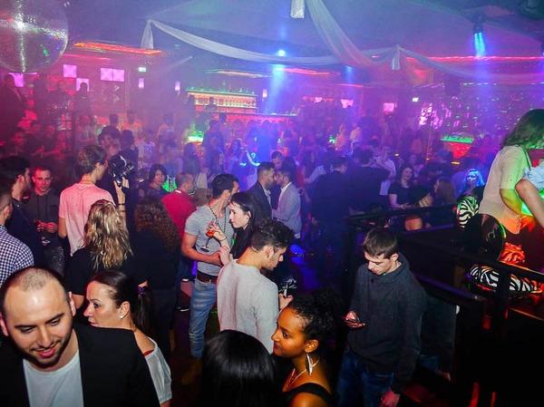 Tanzen, Cocktails und Chillen bei der Eröffnungsparty imBreisacher Empire Club.
