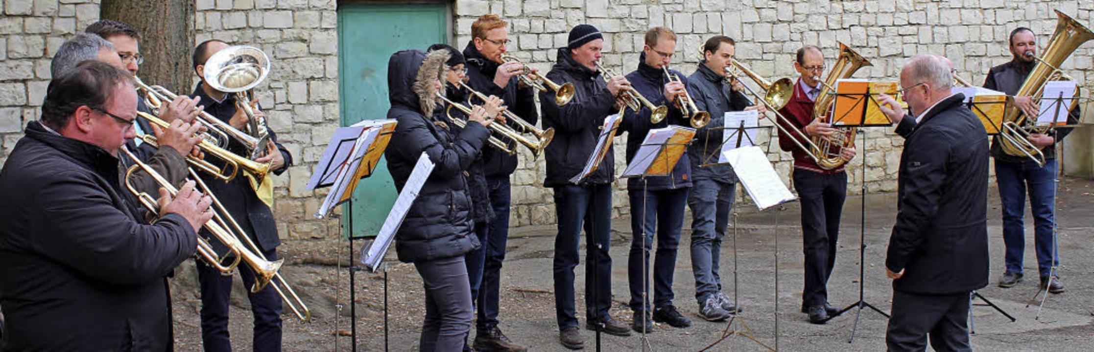 Der Posaunenchor aus Ihringen unter de...taltete den Gottesdienst musikalisch.   | Foto: Ruben Moratz