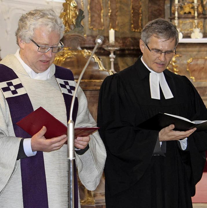 Die  Pfarrer Herbert Malzacher (links)...r wollen konfessionelle Wunden heilen.  | Foto: Ruben Moratz