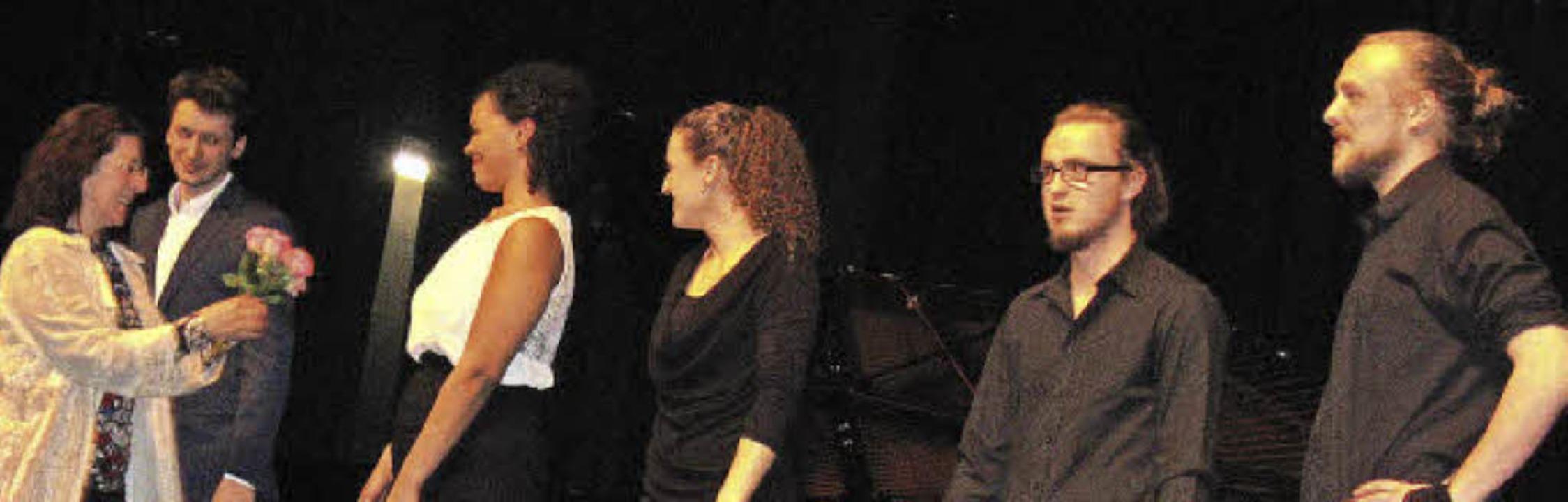 Gabriele Kniesel bedankte sich bei den...ny Ries und Thomas Wiebe (von links).   | Foto: Thomas Kunz/Hildegard Karig