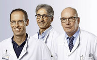 Doktores Christoph Haag, Winfried Reichert und Stefan Bauer referieren in Lörrach zum Thema Schultergelenk-Ersatz