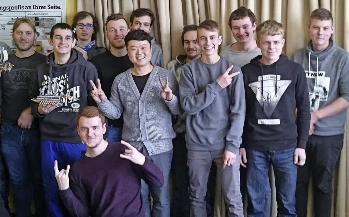 <BZ-FotoAnlauf>Gewerbeschule: </BZ-Fot... und die Schüler verstanden sich gut.   | Foto: Privat