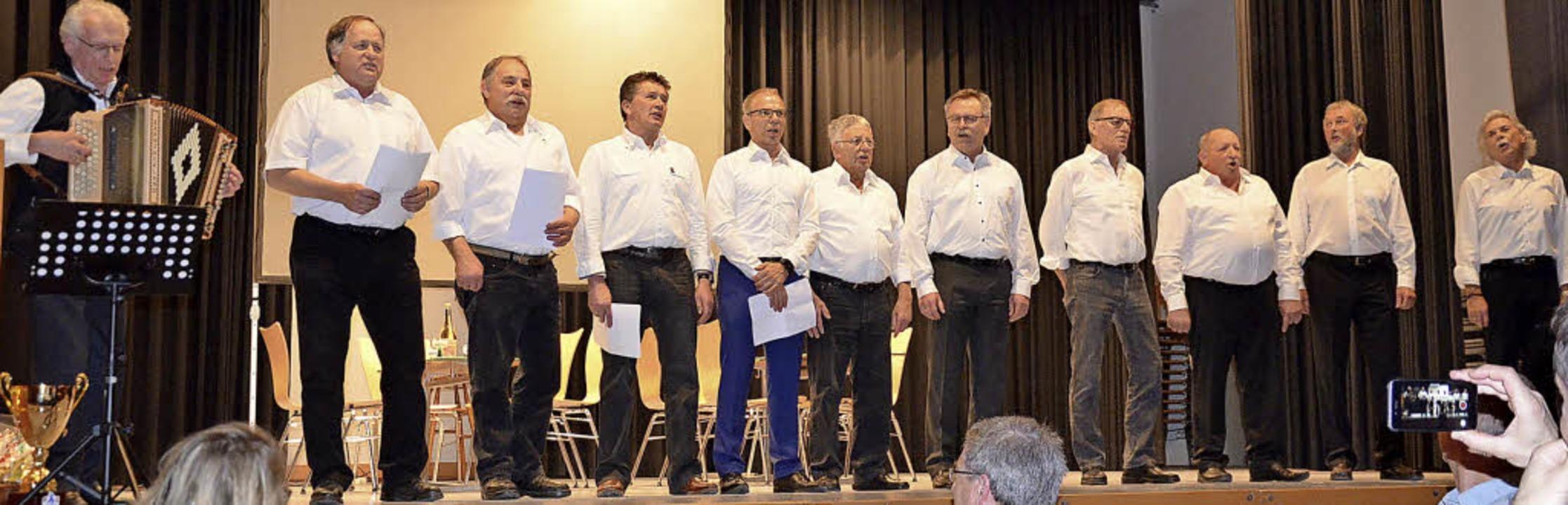 Extra fürs Jubiläum haben die Vereinsv... einen Ringer-Chor ins Leben gerufen.   | Foto: Alexandra Wehrle