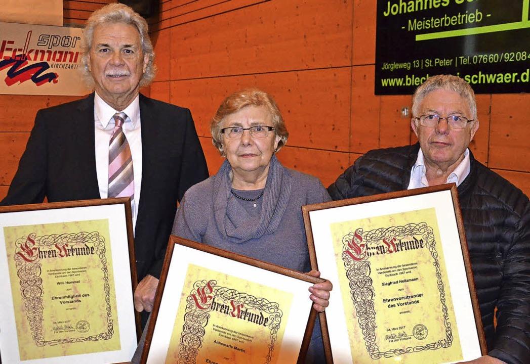 Willi Hummel und Annemarie Martin wurd...ann zum Ehrenvorsitzenden (von links).  | Foto: Alexandra Wehrle