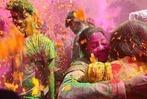 Farbschlachten beim Holi-Festival in Indien
