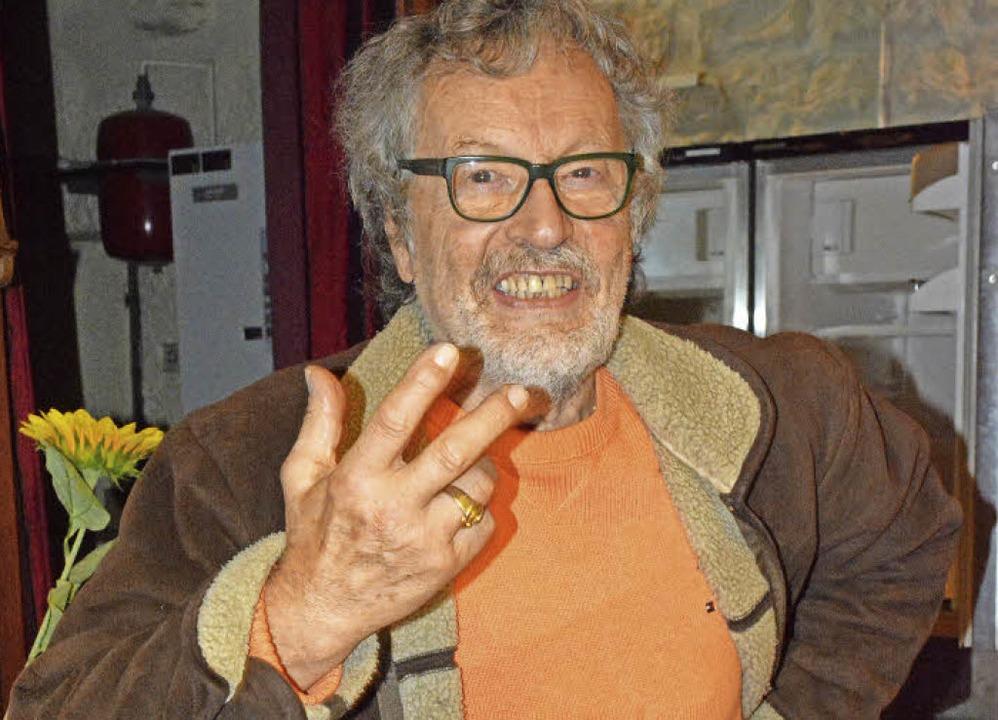 Fast drei Jahrzehnte lang war Erwin Sü...ehörenden Bühne an Klaus-Peter Klein.   | Foto: Lauber