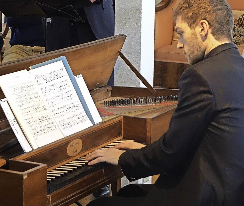 Spezialist für historische Aufführungs...ic Van Hellemont, hier am Tafelklavier    Foto: roswitha frey