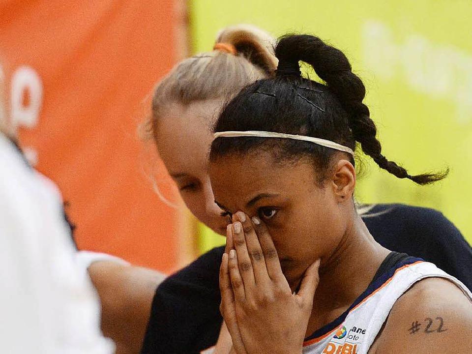Enttäuscht nach der Niederlage im Abstiegskampf: USC-Spielerin Lea Ouedraogo    Foto: Patrick Seeger