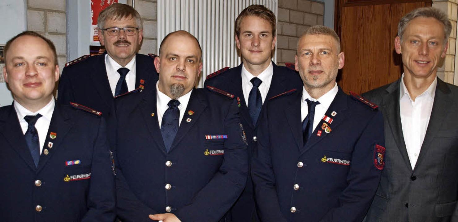 Im Dienste der Sicherheit: die Freiwil...tzel und Bürgermeister Michael Wilke.   | Foto: Paul Schleer