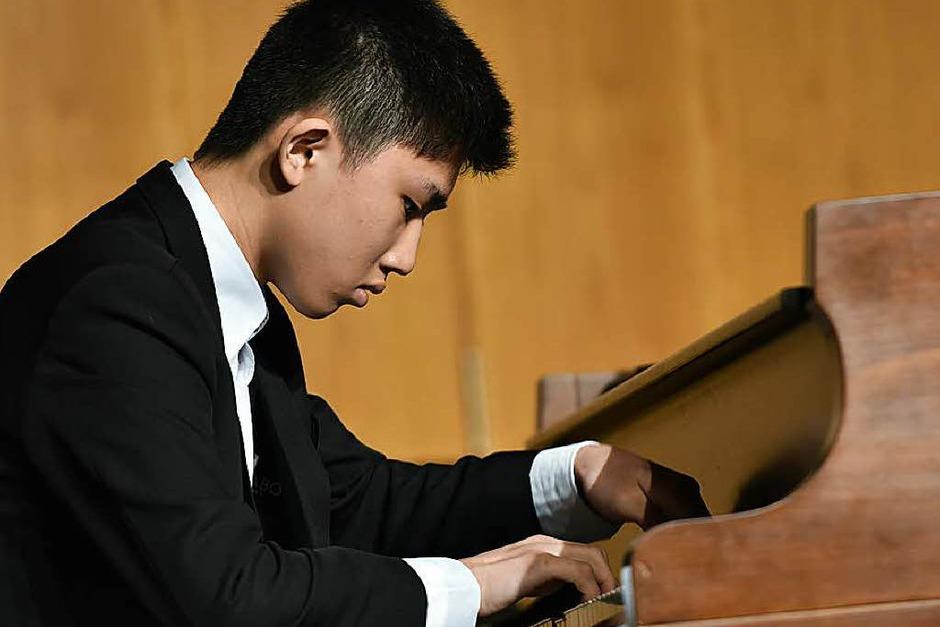 Konzentriert am Werk: Tzu-Chia Huang (Klavier), 16 Jahre, aus Taiwan (Foto: Hans-Peter Müller)