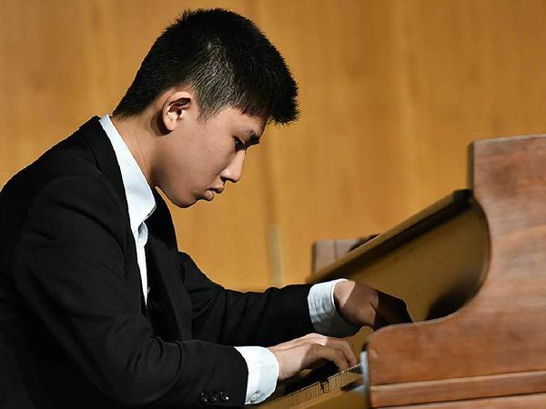 Konzentriert am Werk: Tzu-Chia Huang (Klavier), 16 Jahre, aus Taiwan