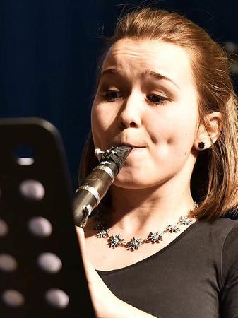 Eine der Musikerinnen des Klarinettentrios Klara Barth, Anja Gutmann und Sandra Schneider