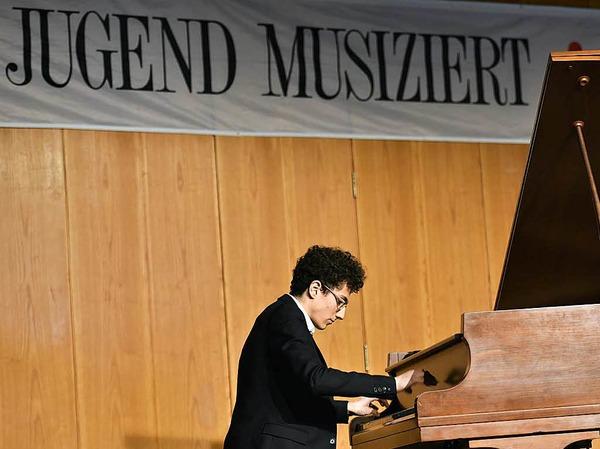 Romain Carl (Klavier) aus Hartheim, Abiturient am Faust-Gymnasium, 17 Jahre