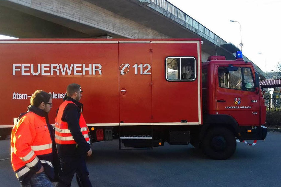Ein Messtrupp hat die Schadstoffwerte in der Luft ermittelt. Es habe keine erhöhte Belastung gegeben, so die Feuerwehr. (Foto: Peter Gerigk)