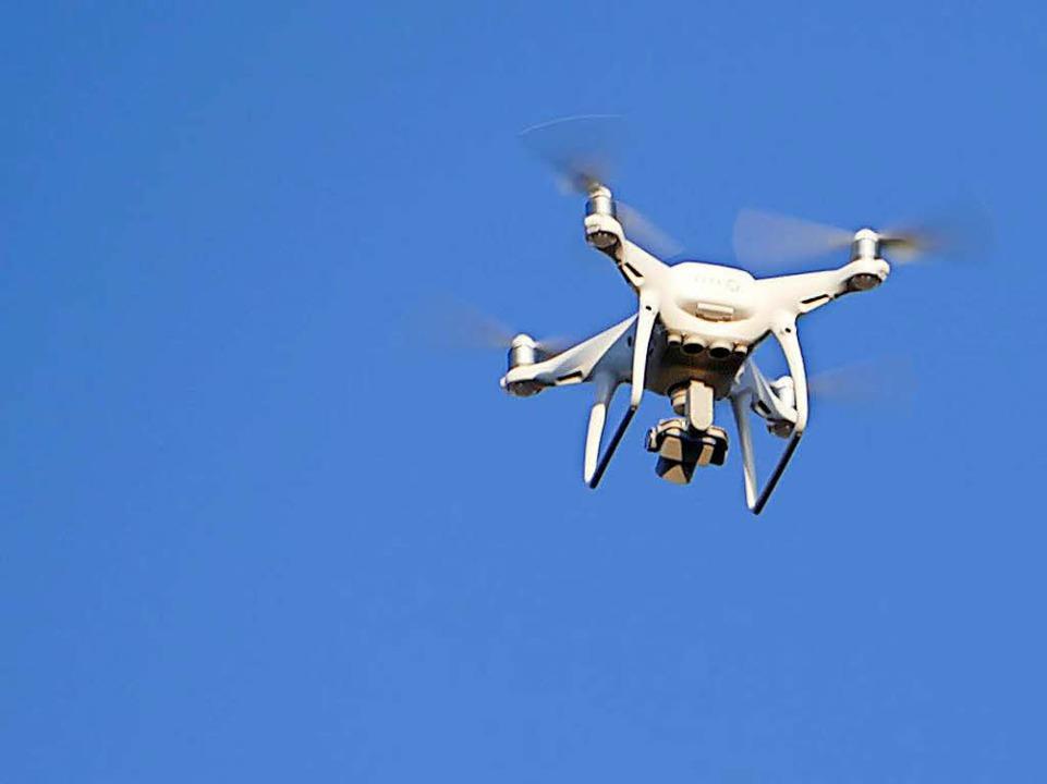 Die Feuerwehr schickte eine Drohne in die Luft, um die Perspektive zu wechseln.  | Foto: Peter Gerigk