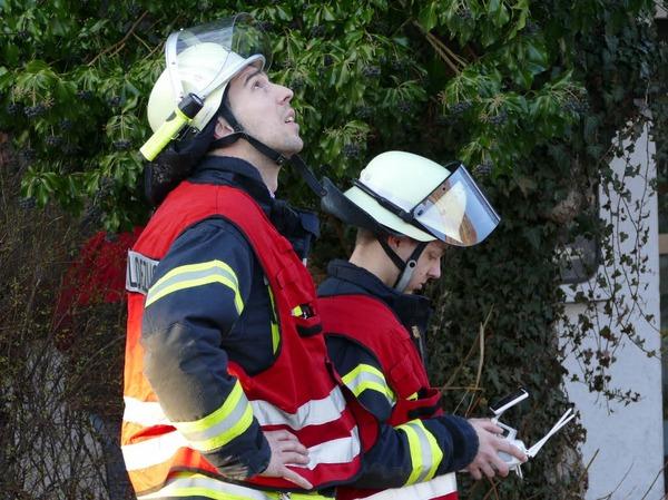 Kameramänner: Feuerwehrleute steuern eine<ppp></ppp>