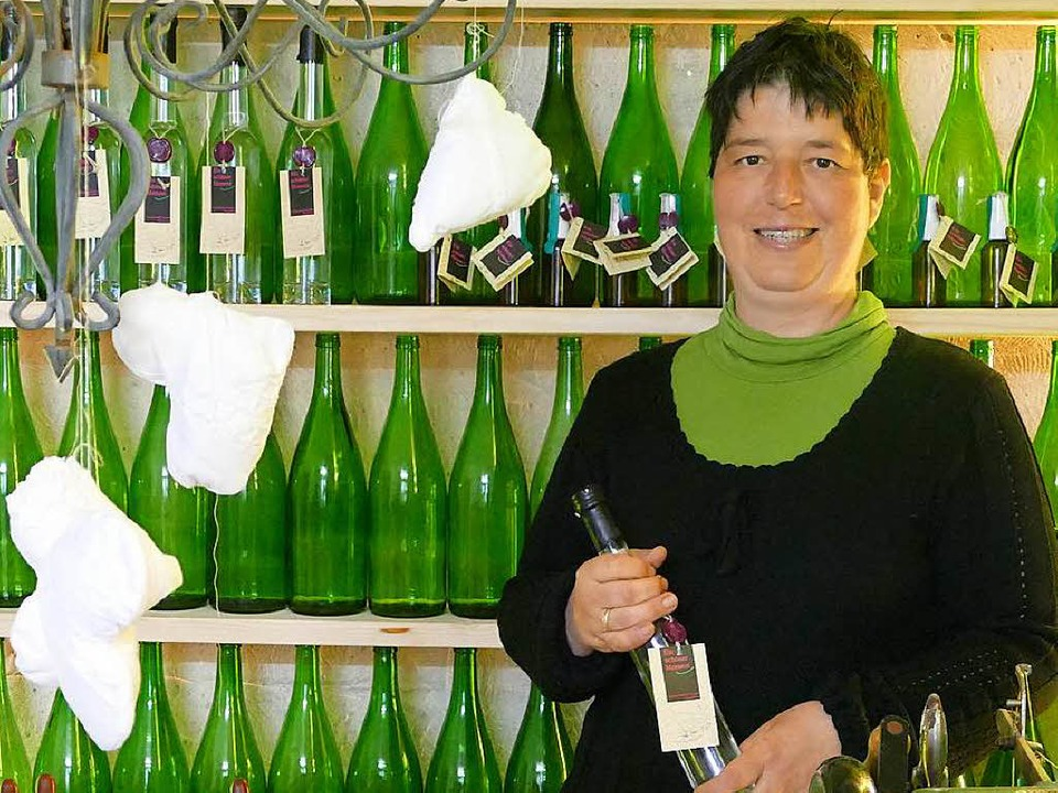 Barbara Kopp in ihrem neuen Kräuter-Hofladen.  | Foto: Andra Gallien