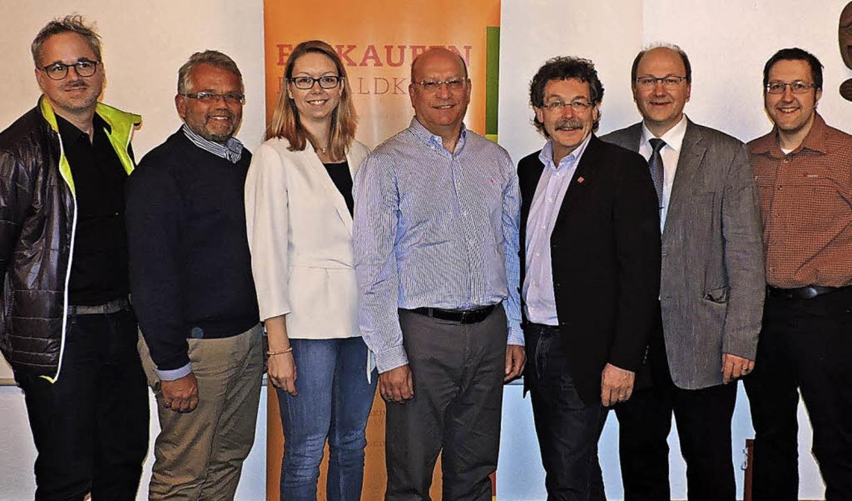 Die Vorstandsmitglieder samt Strategie...2. Vorsitzender) und Torsten Rombach.   | Foto: Fotos: Sredniawa