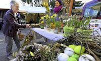 Auf dem Lehener Markt gibt's auch Schnaps, Liköre und Blumengestecke