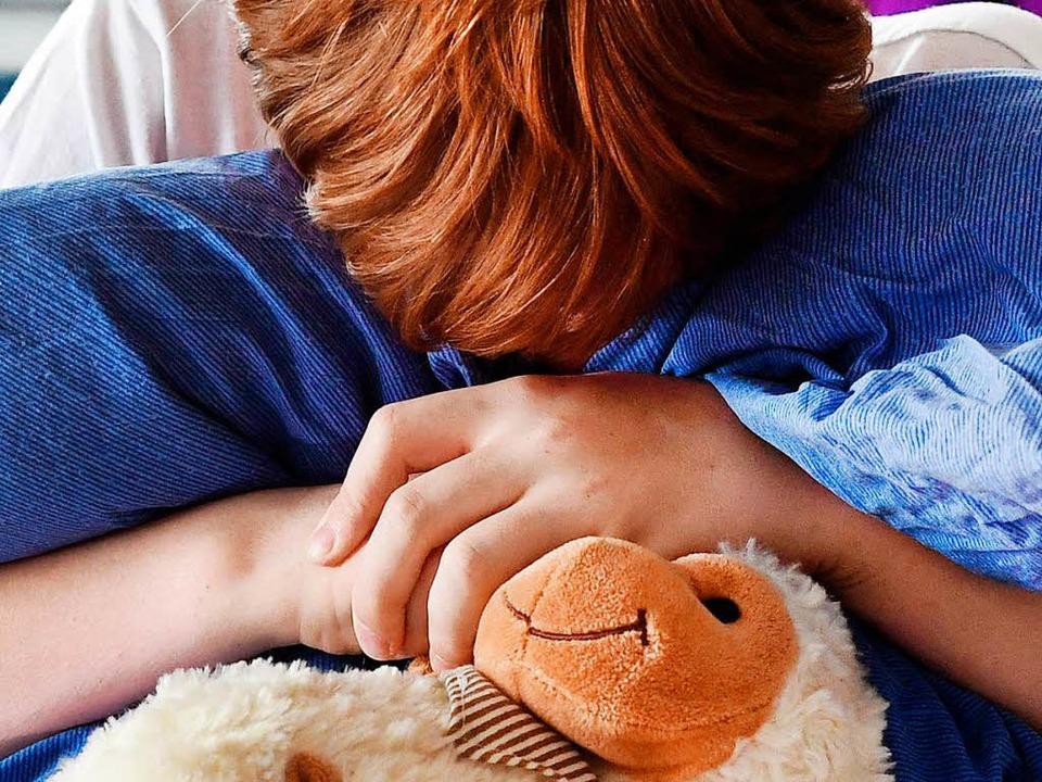 Misshandelte Kinder werden als Erwachsene eher krank.  | Foto: dpa