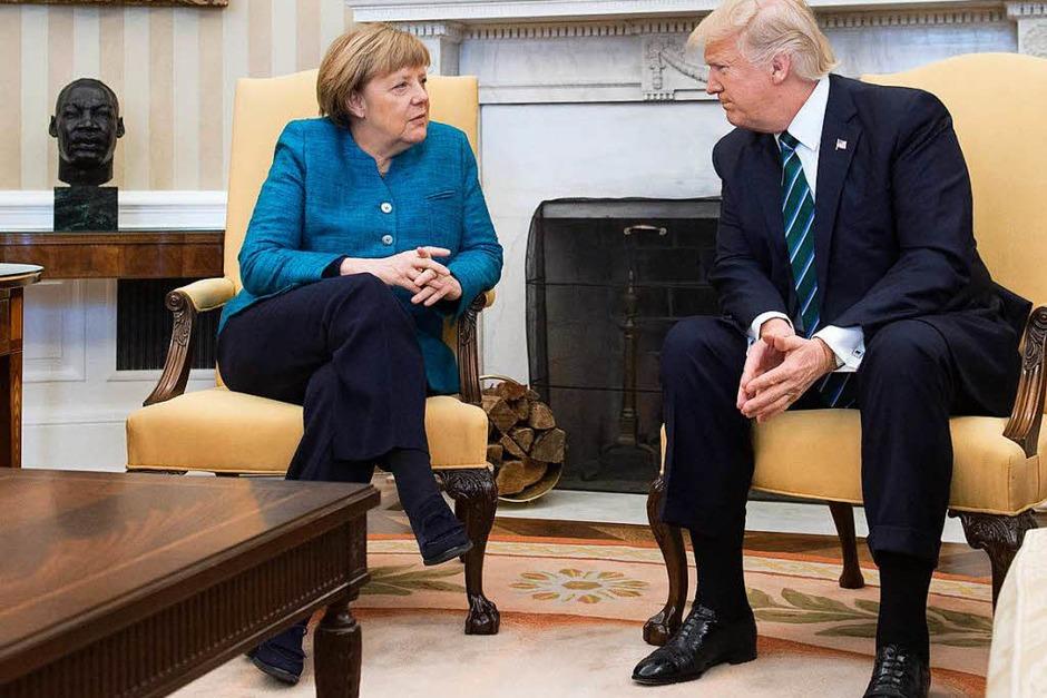 Merkel und Trump tauschen sich im Oval Office aus. (Foto: AFP)