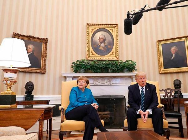 Merkel und Trump tauschen sich im Oval Office aus.