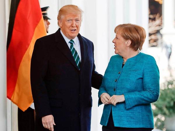 Trump und Merkel vor dem Westflügel des Weißen Hauses in Washington.