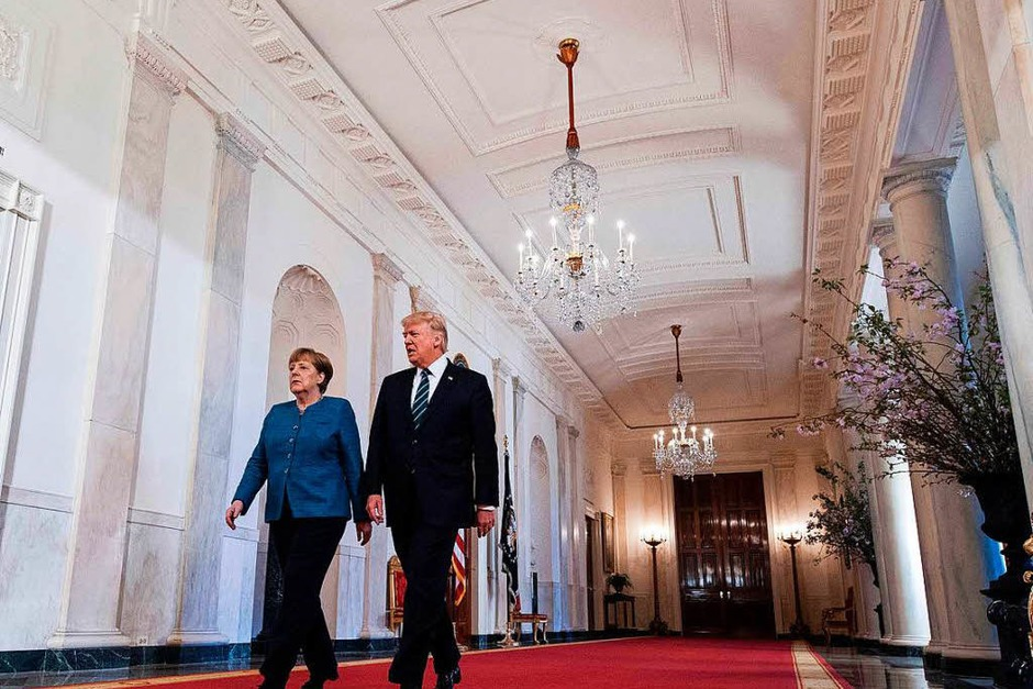 Fotos vom ersten Treffen zwischen Donald Trump und Angela Merkel. (Foto: AFP)