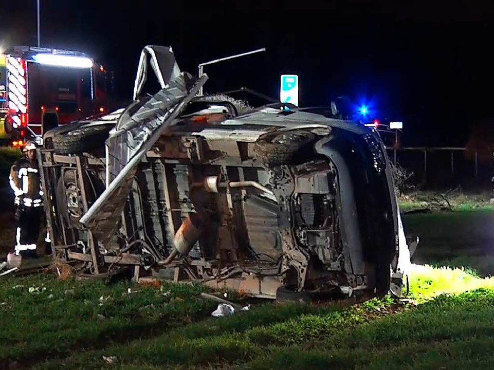 Die beiden Unfallfahrzeuge lagen fünfzig Meter weit auseinander.    Foto: Kamera 24