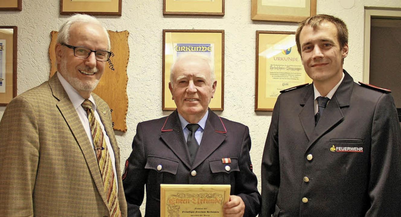 Albin Kolb wurde in Broggingen für 50 ...ico Ackermann (rechts) ausgezeichnet.   | Foto: Werner Schnabl