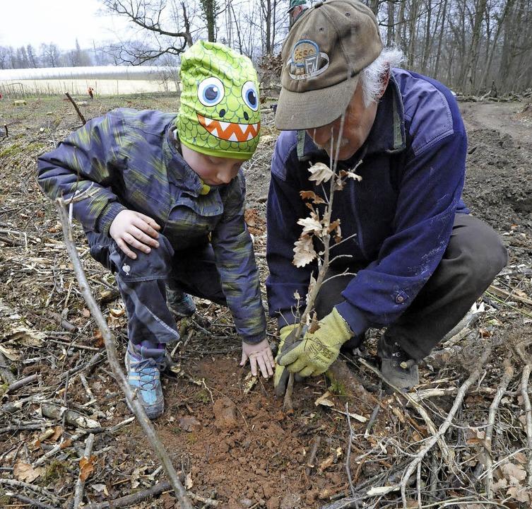 Baumpflanztag - eine Aktion für alle G...in Opa Roland Zimmermann verdeutlichen  | Foto: Markus Zimmermann