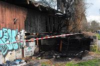 Brand in einer Lagerhalle am Rheinpark