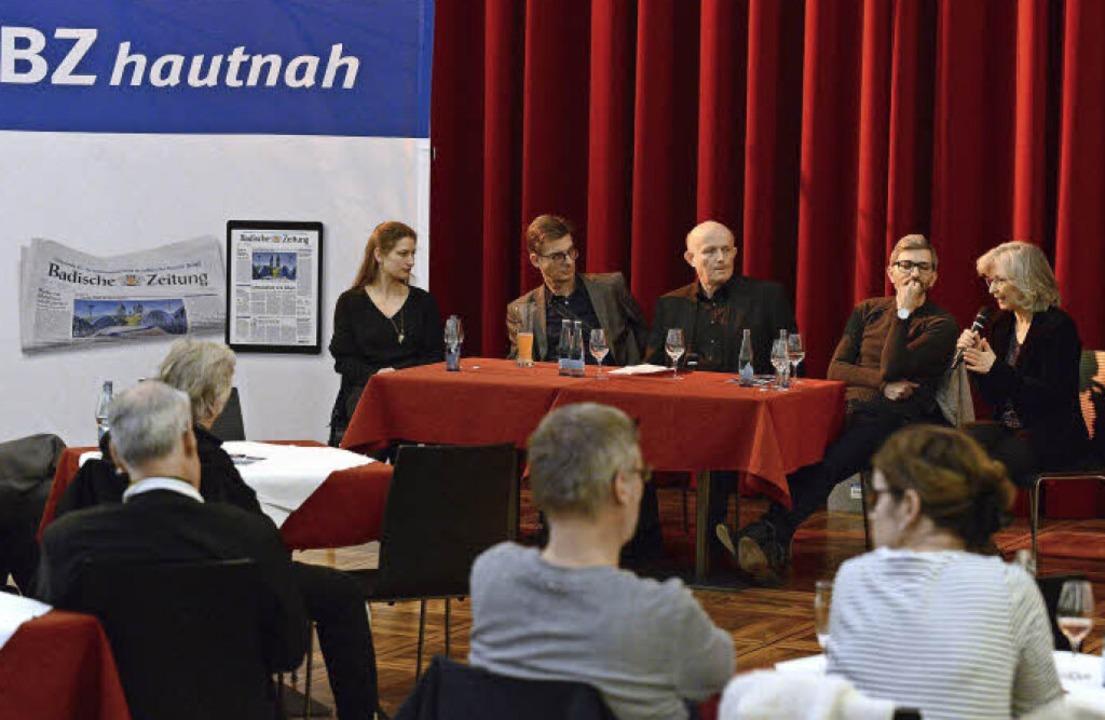 Librettistin Tina Hartmann, Komponist ...r Johannes Adam (Mitte) und Publikum.     Foto: Rita Eggstein
