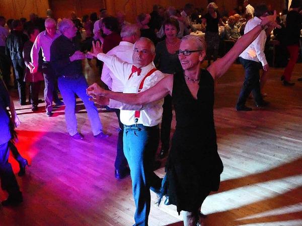 Impressionen von Tanzereignis Ballroom Classic mit der Live-Band Gin Fizz im Kurhaus Bad Krozingen.