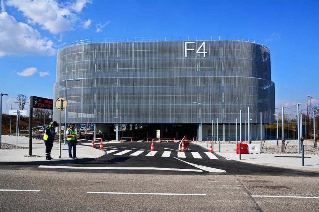 Das Parkhaus F4 bietet 2700 zusätzliche Parkplätze auf der französischen Seite.  | Foto: Annette Mahro
