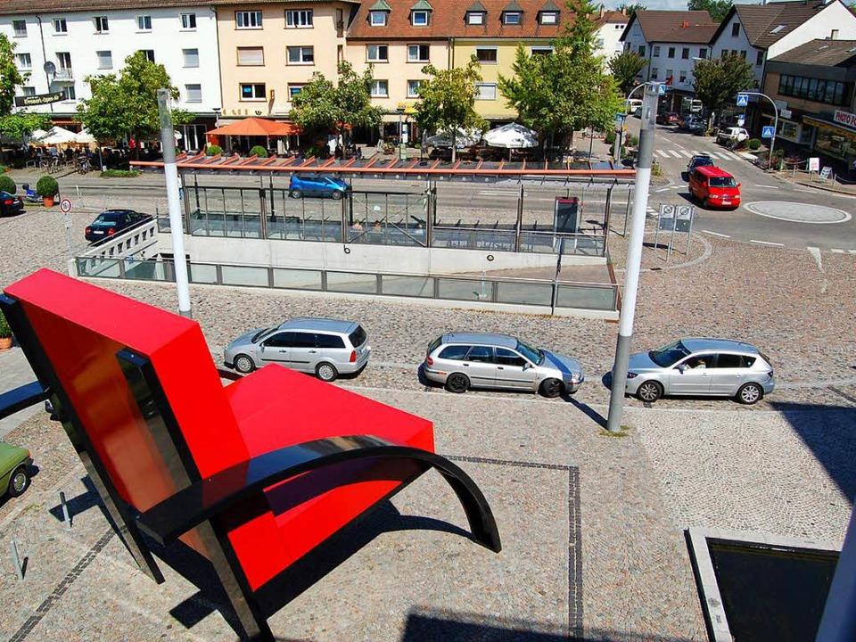 Am Sparkassenplatz wollen sich die Tei...stes am Dienstag um 18.30 Uhr treffen.    Foto: Jochen Fillisch