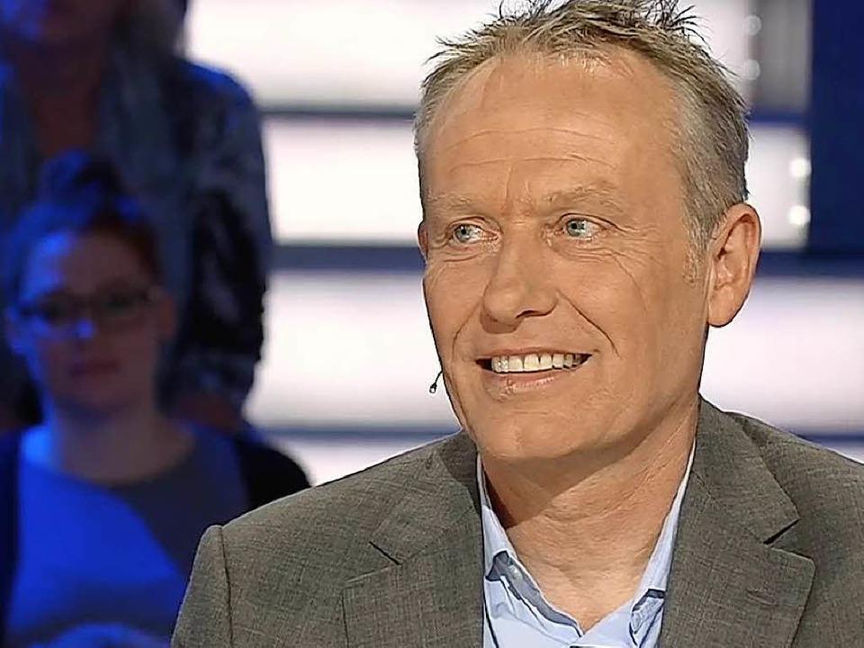 Christian Streich lachte viel bei sein...t verbundene Anekdoten erzählt wurden.    Foto: Screenshot