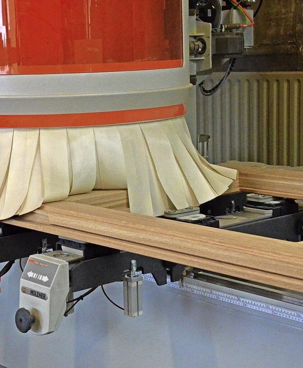 Bei der Produktion kommt auch eine moderne CNC-Maschine zum Einsatz.    Foto: Sebastian Barthmes