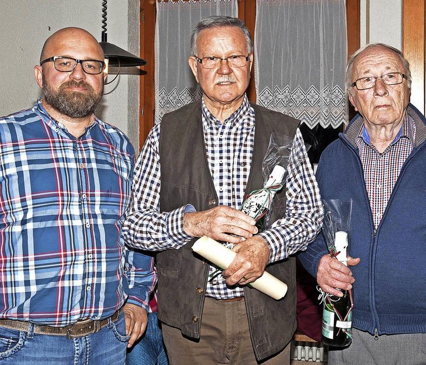 Vom Vorsitzenden Thomas Priller wurden...haft beim Fußballclub Kollnau geehrt.   | Foto:  Helmut Rothermel