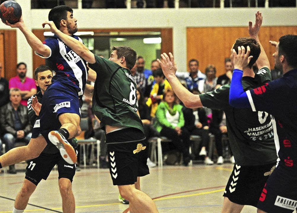 Der Schutterner Samet Gündogdu (am Ball) beeindruckte mit seiner Dynamik.   | Foto:  Pressebüro Schaller