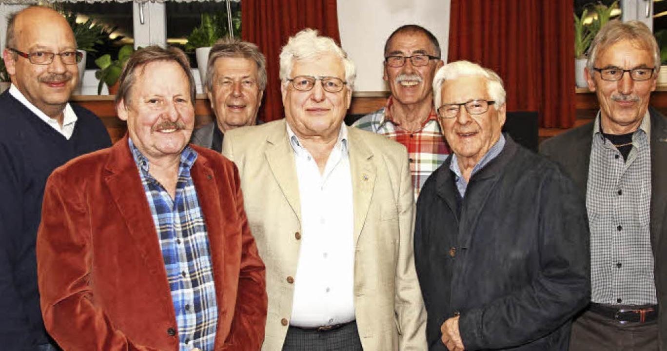 Ehrenurkunden gab es für treue Mitglie...Heitz, Franz Gollrad und Rudolf König.  | Foto: Eva Korinth
