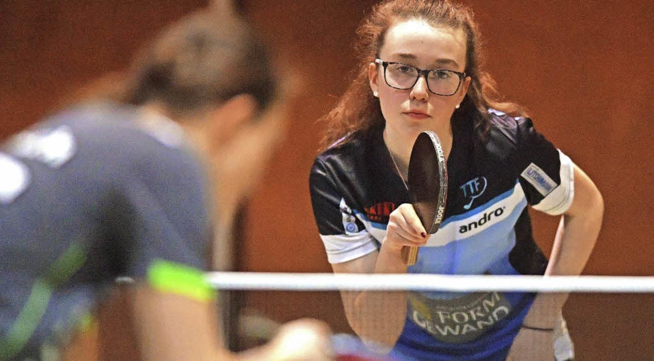 Die junge Luisa Leser (hinten) spielt ...z von 14 Siegen und zwei Niederlagen.   | Foto: Wolfgang Scheu