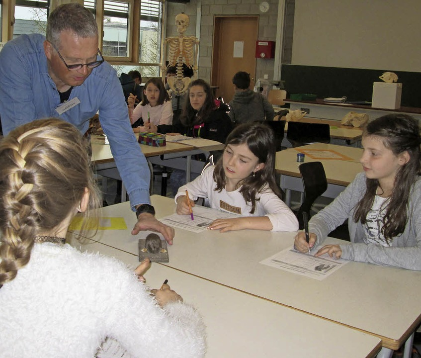 Einblicke in das Fach BNT (Biologie, N...Technik) gab  Lehrer Markus Ehrlacher.  | Foto: Kreisgymnasium