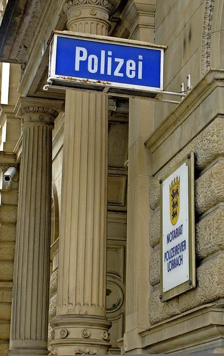 Überwachungskamera und die obligatoris...s Polizeirevier – derzeit noch.   | Foto: Sabine Ehrentreich