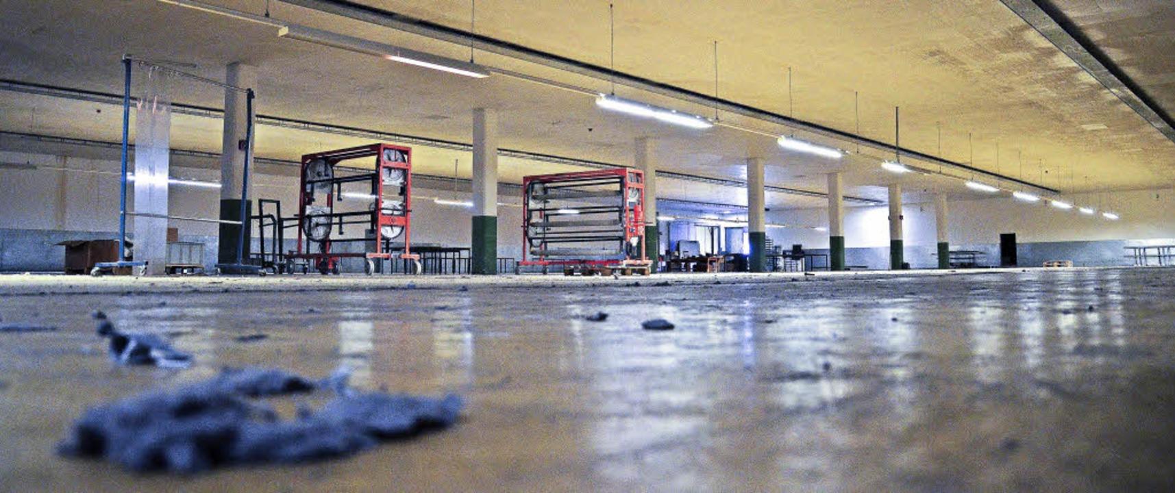Gespenstisch leer sind die Fabrikhallen.   | Foto: Erika Bader