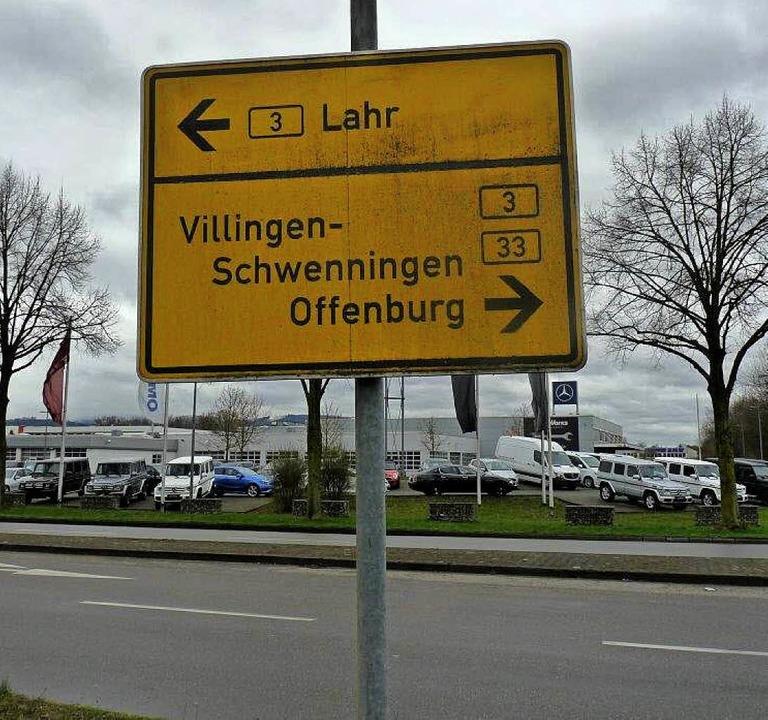 Verdreht und nicht mehr ordentlich bef...eses Schild könnte gefährlich werden.   | Foto: Häring